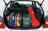 Mazda 323 - tył - bagażnik otwarty