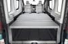 Renault Traffic - tylna kanapa złożona, widok z bagażnika